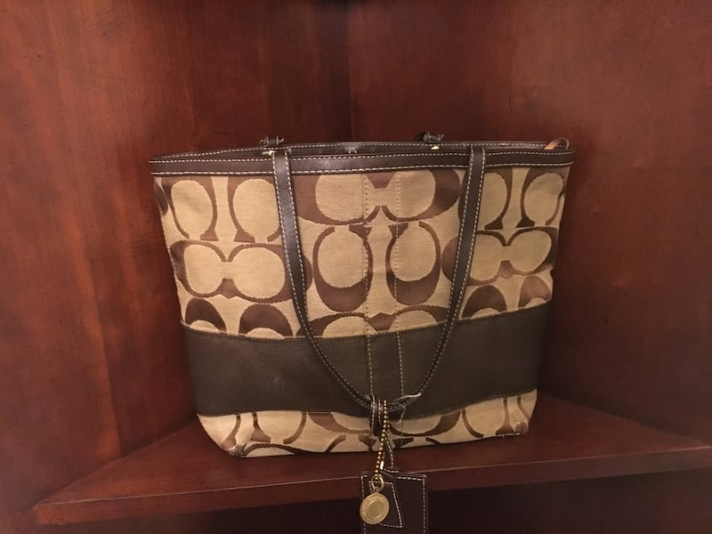 Brown and beige monogrammed Coach tote bag 961c5577-ff77-4fdc-9734-99a93a82f6e5