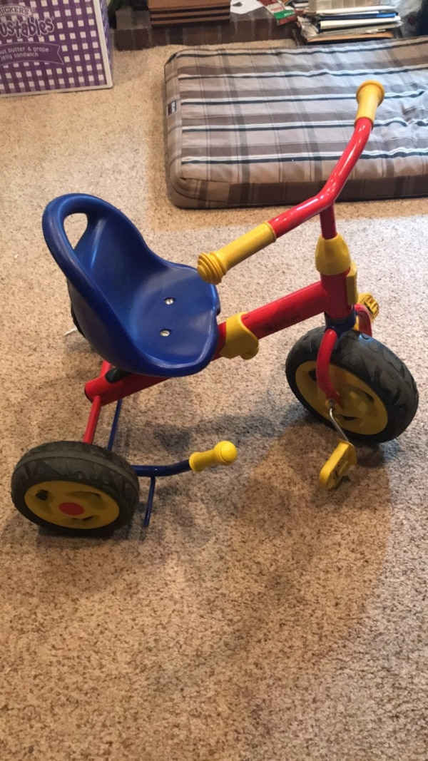 Tricycle with manual wheel brake