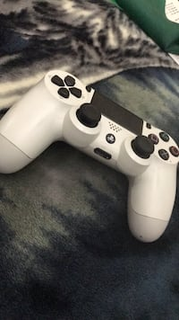 White sony ps4 dualshock 4 controller (no trades) Riverside, 92503