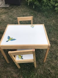 2chairs and à table for kids aging 1year to 5 years okd Longueuil, J4L 1Z1