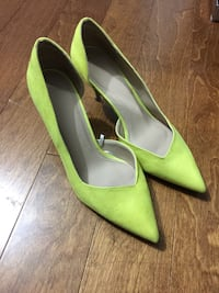 pair of green pointed-toe heeled shoes