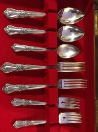 •Oneida Antique Dinning Set• Winnipeg, R3J