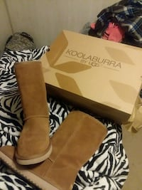 uggs new with box  Elba, 36323