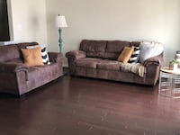 Brown Ashley Couch Sofá and love seat Frederick