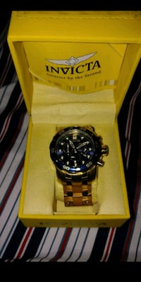 round black chronograph watch with link bracelet Tigard, 97224