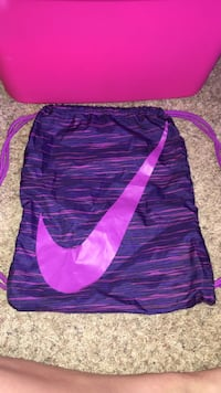 Purple and pink Nike drawstring bag Blanchester, 45107