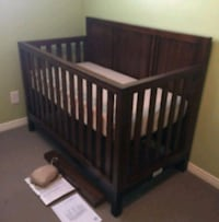 Great condition canadian made  4in1 crib+full bed Mississauga, L5K 1B6