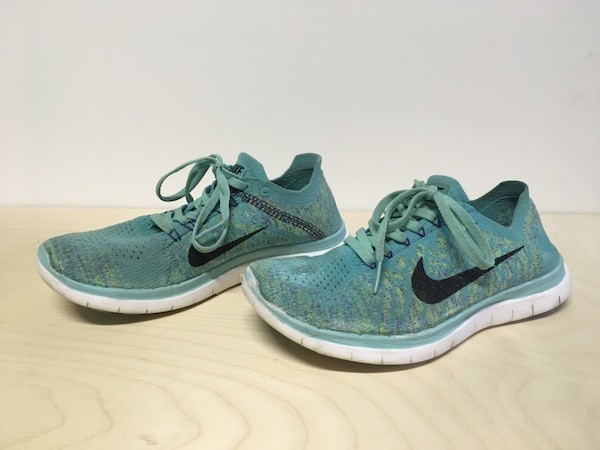 NIKE WOMENS SIZE 7 RUNNING SHOES MINT