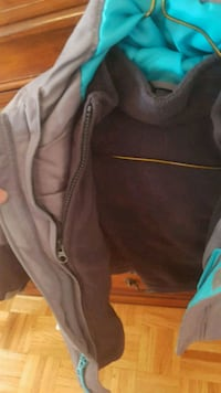 gray and green zip-up hoodie Scarborough, M1E