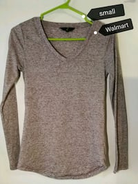 small-sized heather-gray v-neck long-sleeved shirt