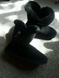 Very comfy black boots size 6-7 2232 mi