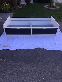 In great condition single bed frame with storage.