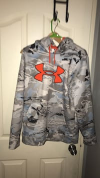 Under Armour Water Resistant Hoodie Maple Ridge, V2X 1Z6