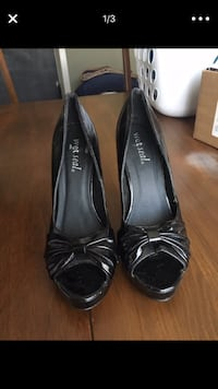 pair of black leather peep-toe heeled shoes Ford Heights, 60411