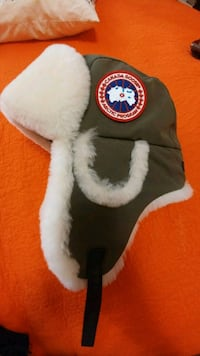 Canada goose . Authentic brand new hat. Toronto, M6B 1K1