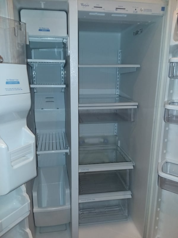 Whirlpool side by side refrigerator excellent condition  954c13c2-a305-423d-8a4c-ae95121b87c5