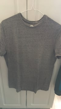 grey crew-neck cap-sleeved shirt London, N5V 3M1