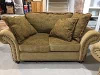 Brown floral fabric loveseat with throw pillows East Gwillimbury, L9N 0S8