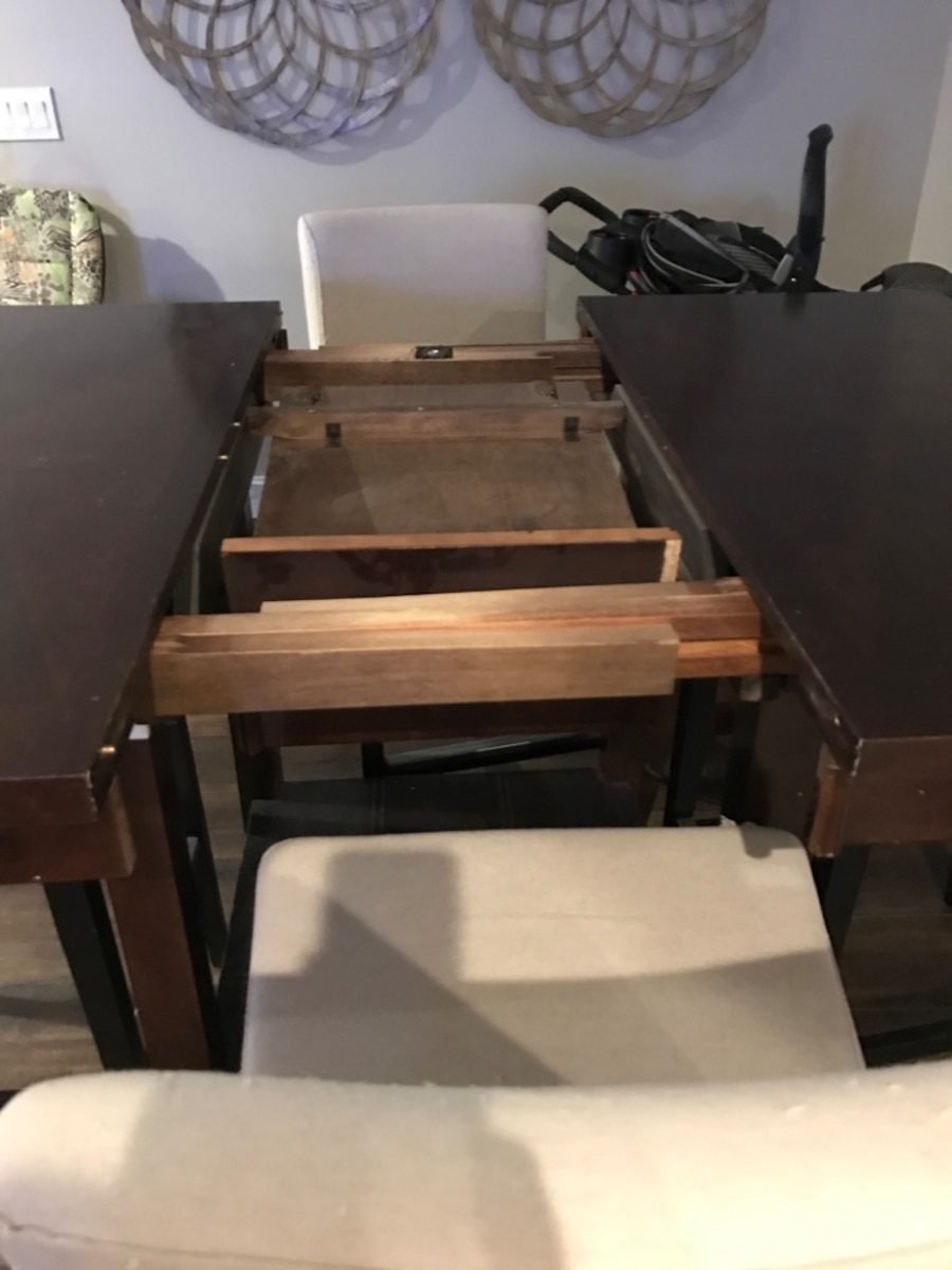 Used Rectangular Brown Wooden 5 Pieces Dining Set In Coral
