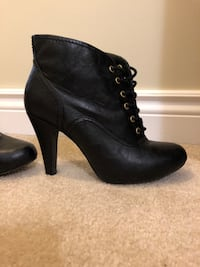 Pair of black leather heeled booties Mississauga, L5N 8H1