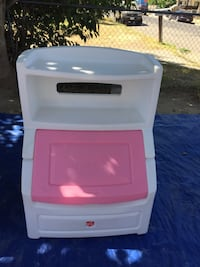 white and red plastic drawer Bakersfield, 93307