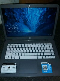hp laptop, charger included 562 mi
