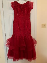 Burgundy embroidered lace tulle mermaid dress size 16 Centreville, 20120