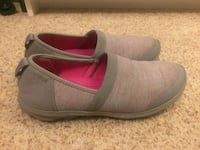 Size 7. Grey and pink multi crocs  Burke, 22015