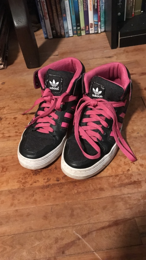 6 1/2 pair of black-and-pink Adidas sneakers