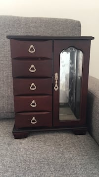 Jewelry cabinet with drawers