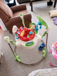 baby's white and green jumperoo Manchester, 03103