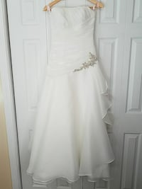 women's white strapless wedding dress