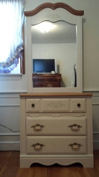 White and brown wooden vanity dresser Reading, 01867