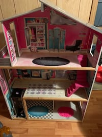Barbie girl house Toronto, M1E 4C5