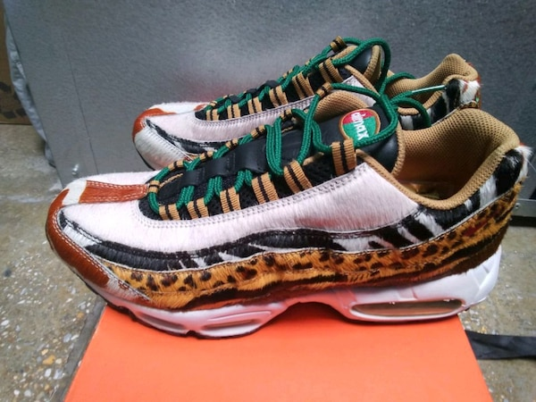 pair of green-and-brown Nike running shoes b41e218a-0110-44c2-8d66-c216cc7dfd2b