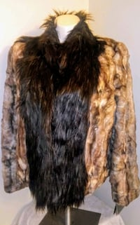 Faux fur coat Summerville, 29483