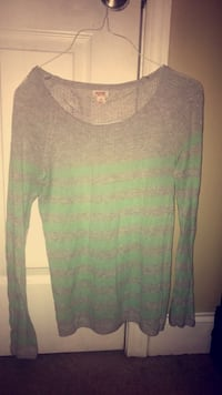 grey and green boatneck long sleeve top Knoxville, 37918