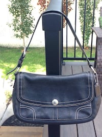 Authentic Coach Black Pebbled Leather Shoulder Bag Handbag Purse.