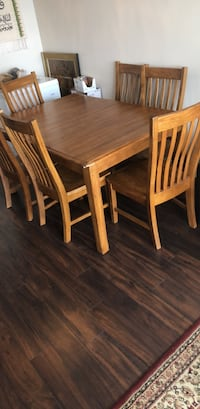 Oak wood heavy duty dining table with 6 chairs Mississauga, L4Z 1W3