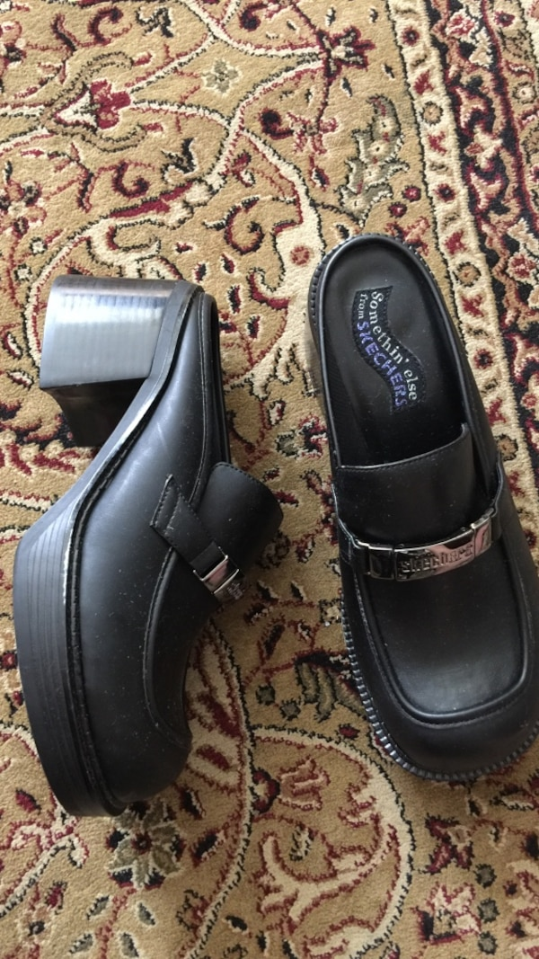 Black Skechers leather heele clogs size 7.5 bands new
