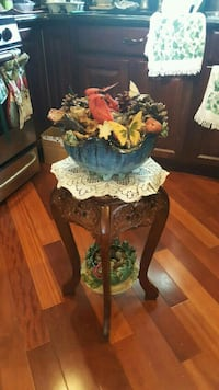 MEDIUM SIZE BEAUTIFULLY CARVED MARBLE TOP CORNER T Fair Lawn, 07410