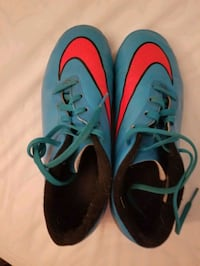 Size 4 youth Nike soccer cleats shoes  London, N6K 4K6