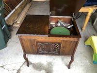 Antique 1920's Brunswick Phonograph Record Player Hartford County