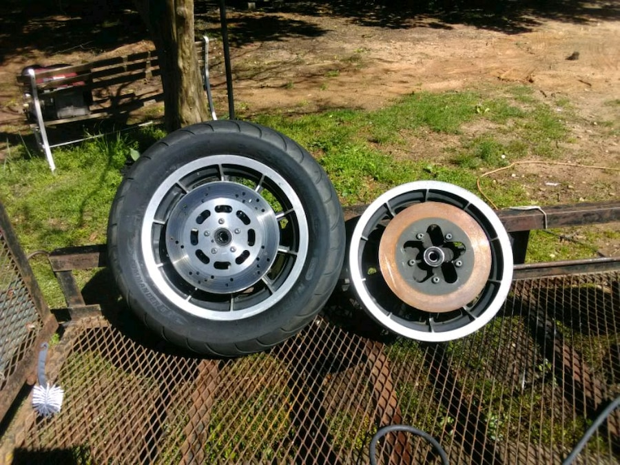Photo 1998 Harley Road King Wheels and Front Tire