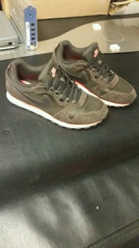 Size 8 Womens brown Nike Air max