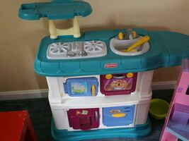 toddler's green, white and yellow kitchen toy set