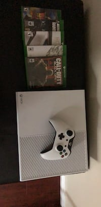 500 GB Xbox one console with controller and 5 Games North Vancouver, V7J 3R8