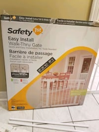 Safety 1st easy install walk thru gate Brampton, L6R 1L5