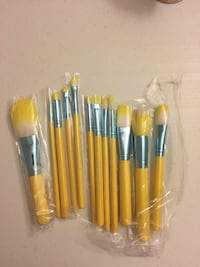 Brand new brush set $10