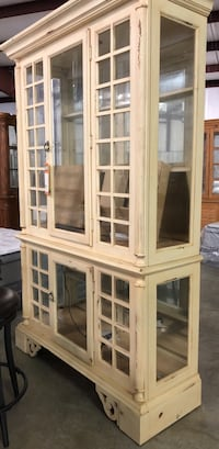 brown wooden framed glass display cabinet Charleston, 29407